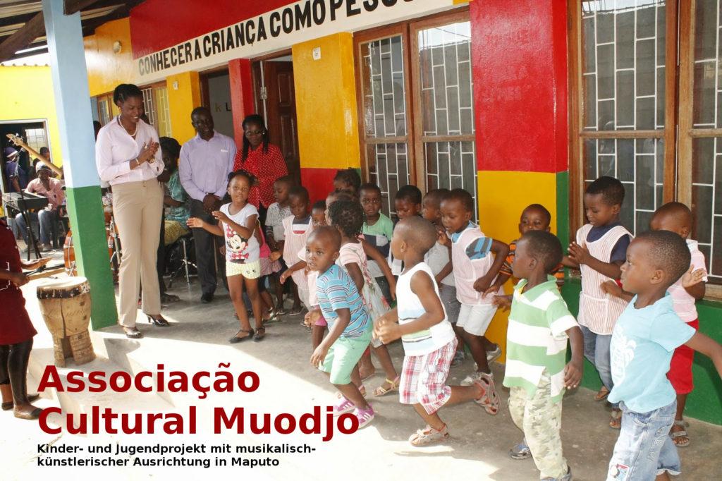 Muodjo mit Schrift